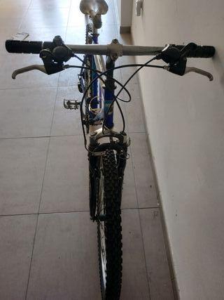 Bicicleta MTB italiana.