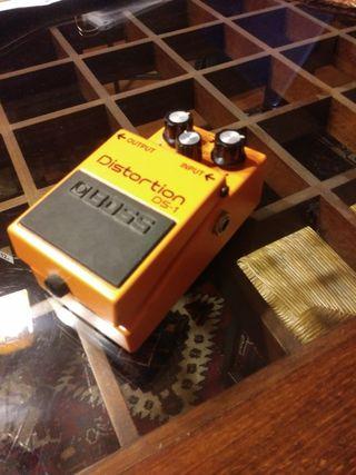 Pedal de guitarra de distorsión BOSS DS-1