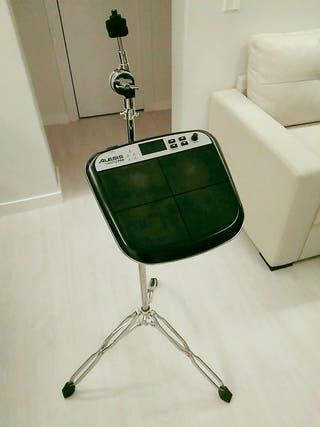 Alesis Samplepad Percussion Multipad con soporte