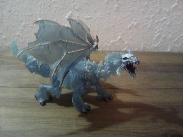 figura dragon de hielo