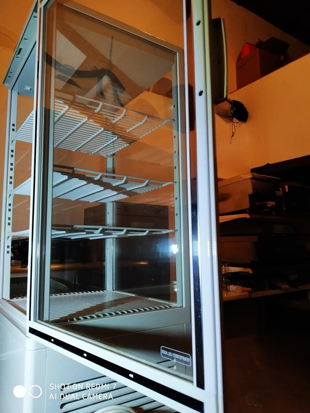 vitrina expositora vertical sobremesa