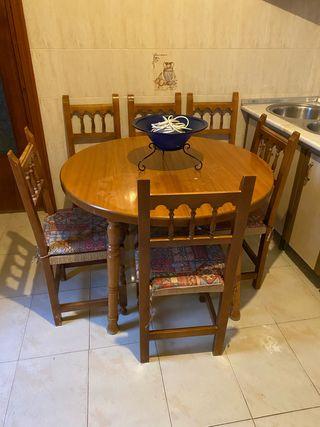 Mesa de cocina y sillas