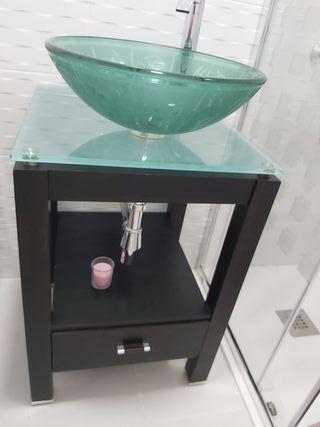 Mueble de baño y lavabo de cristal