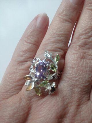 anillo de plata con piedra de Amatista