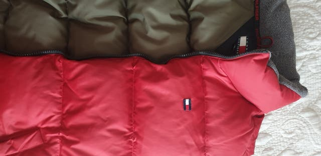chaleco Tommy Hilfiger talla XL plumas rojo