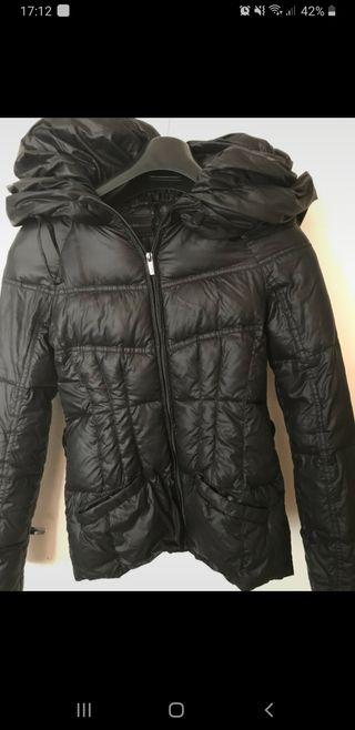 abrigo de plumas bcbgmaxazria xs negro