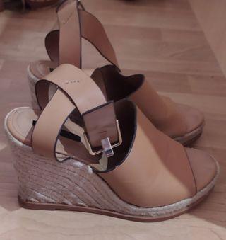 Urge venta de sandalias de plataforma