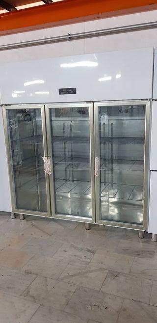 nevera de exposicion 3 puertas de acero