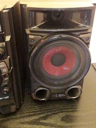 Minicadena/equipo de música LG 180W