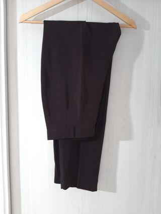 Pantalon color berenjena