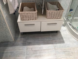 Mueble bajo lavabo blanco