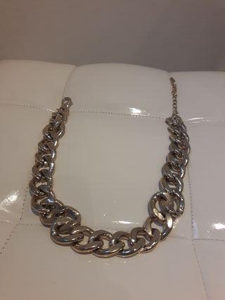Collar de cadena color plateado para mujer