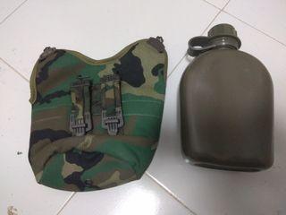 Cantimplora militar y portacantimplora