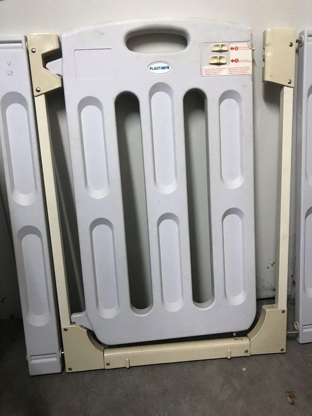 Puerta protectora escaleras