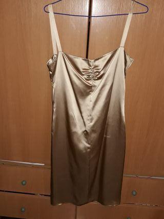 vestido de tirantes color champagne