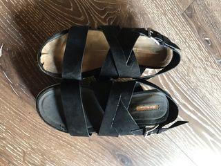 Sandalias de plataforma negras. Talla 38