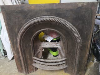chimenea de hierro fundido antigua