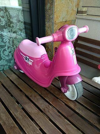 Moto Vespa bebé correpasillo Smoby.