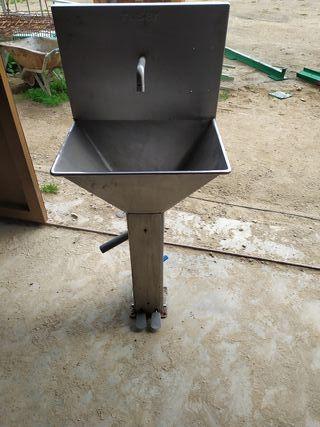 pica de inox con pedal agua fría y caliente