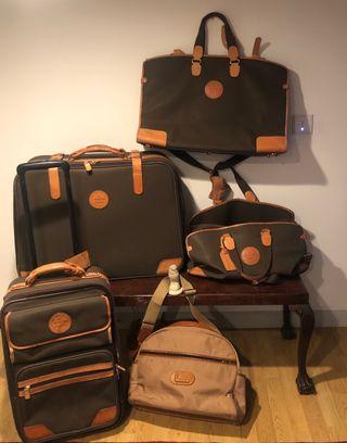 Grupo de maletas