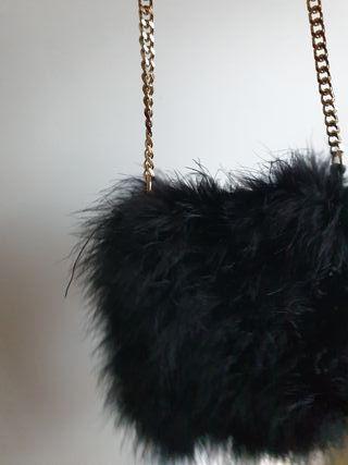 bolso negro de zara plumas