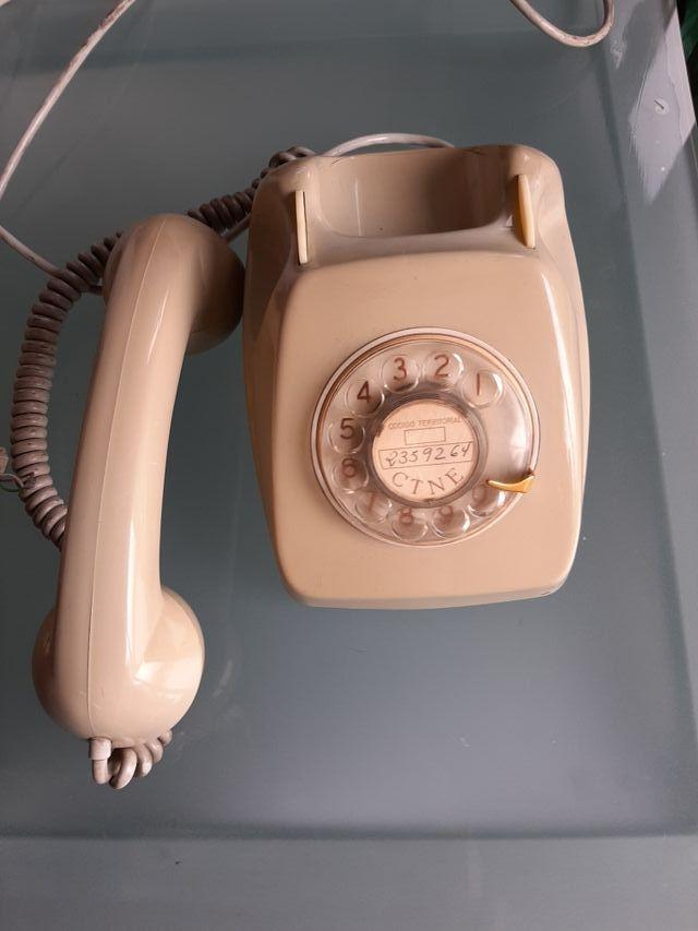 Teléfono antigüo