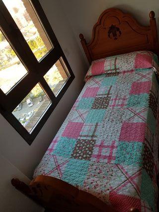2 camas de madera maciza tallada de 90 cm y mesita