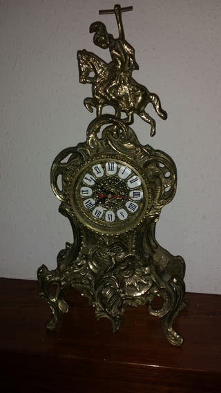 Reloj sobremesa o chimenea.