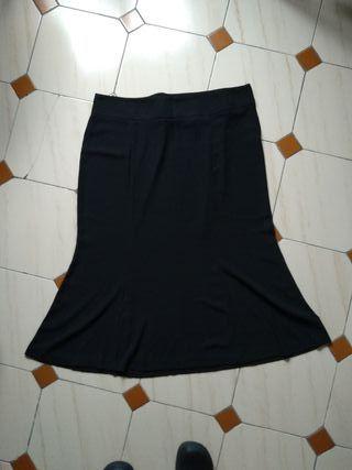 Falda larga negra