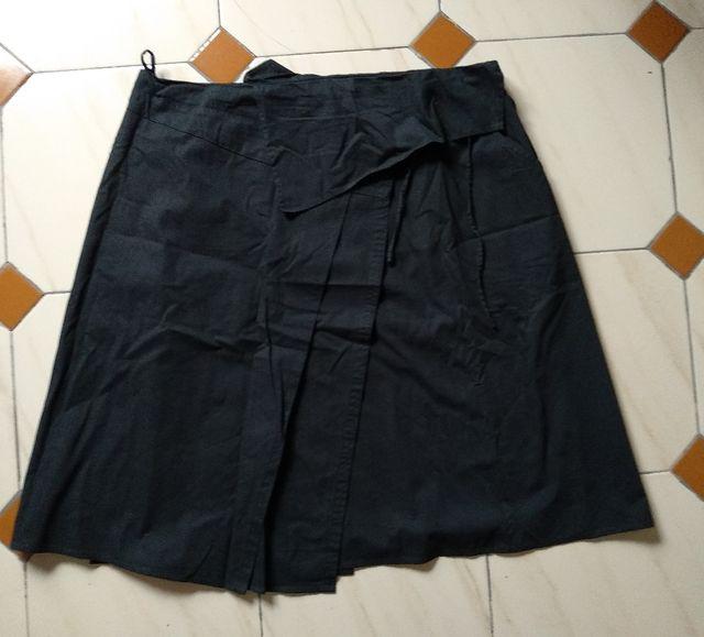Falta corte trapecio en algodón negro