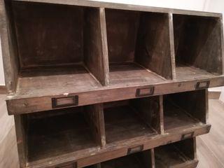 Casillero de madera natural envejecida