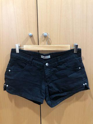 Short corto negro