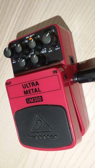 Pedal Distorsión Behringer Ultra Metal UM300