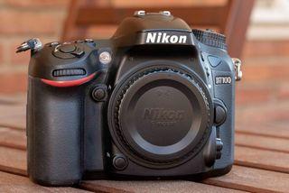 Cuerpo Nikon D7100 + 2 Baterías / Tarjeta SD 32GB