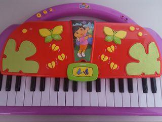 DORA piano musical