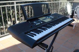 Teclado piano Yamaha y complementos