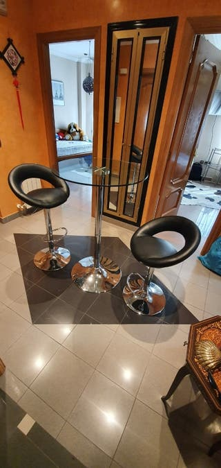 Mesa de cristal con 2 taburetes