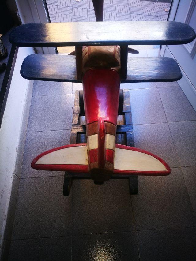 Avión balancín de madera