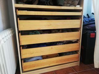 Armario de madera en perfecto estado