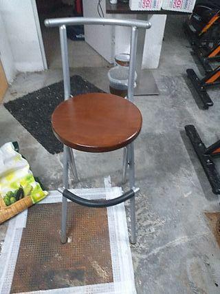 taburete madera seminuevo 2uds