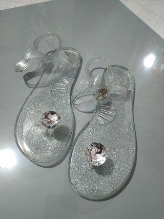 Sandalias transparentes con purpurina