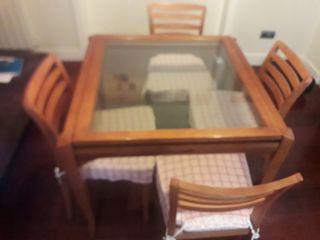 Mesa comedor pregable y sillas