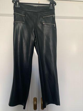 Pantalon crop simil piel con cremallera zara