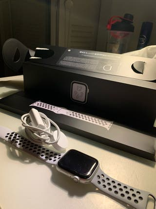Apple Watch series 4 44mm Nike GPS