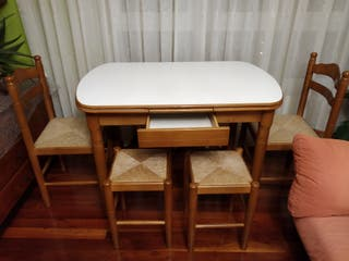 mesa + sillas + taburetes