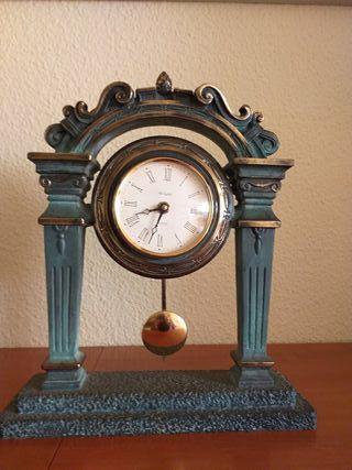 reloj ,posa libros y candelabros