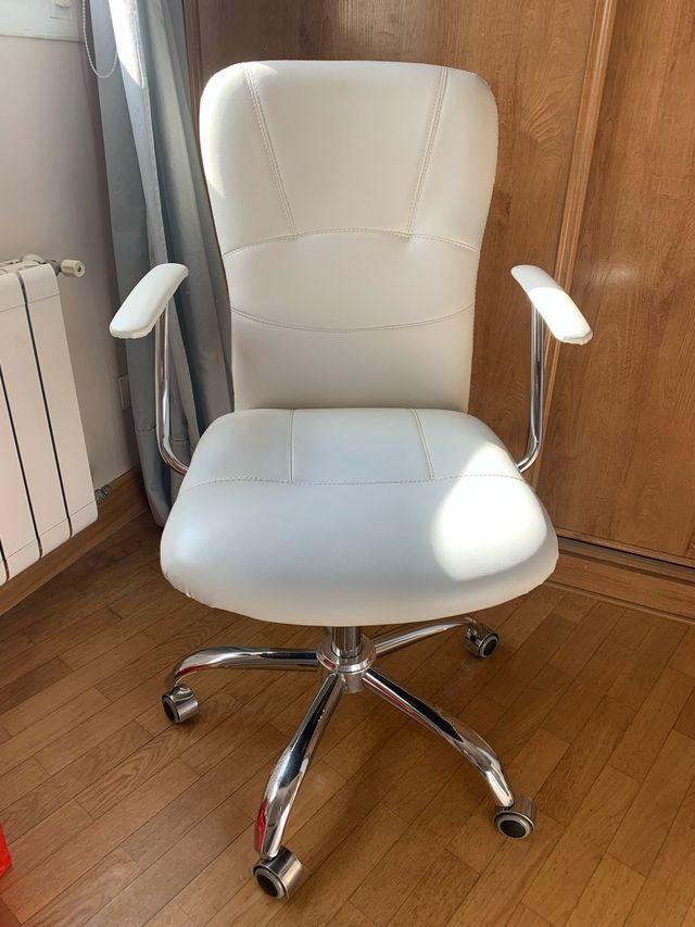 Silla de escritorio giratoria de piel blanca