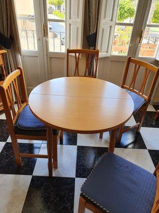 mesa de salón con 5 sillas
