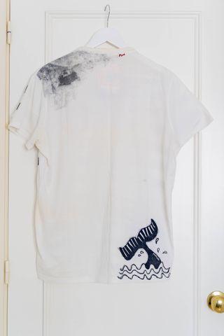 Camiseta de manga corta de rayas para hombre.