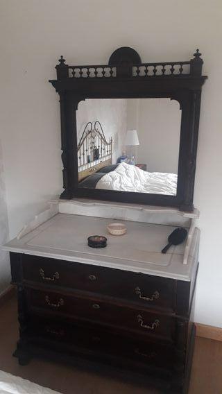Consola de dormitorio antigua